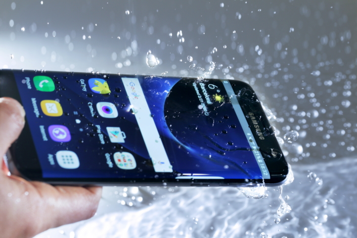 Samsung Galaxy S7 Edge – Another cool waterproof smartphone offering by samsung